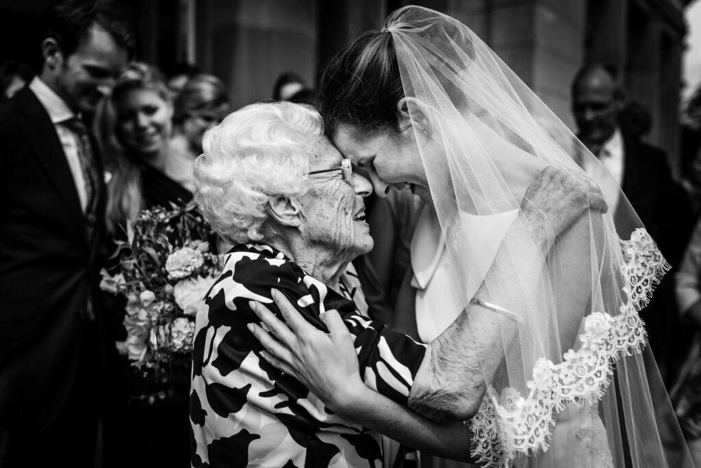 Trouwfotografie | Bruidsfotografie | Trouwreportage | Zwart-wit foto bruiloft | Bruiloft emoties | Journalistieke trouwfotografie