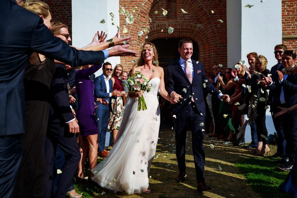 Trouwen op Texel | Bruidsfotografie | Trouwreportage | Journalistieke trouwfotografie | Ongeposeerde trouwfoto's