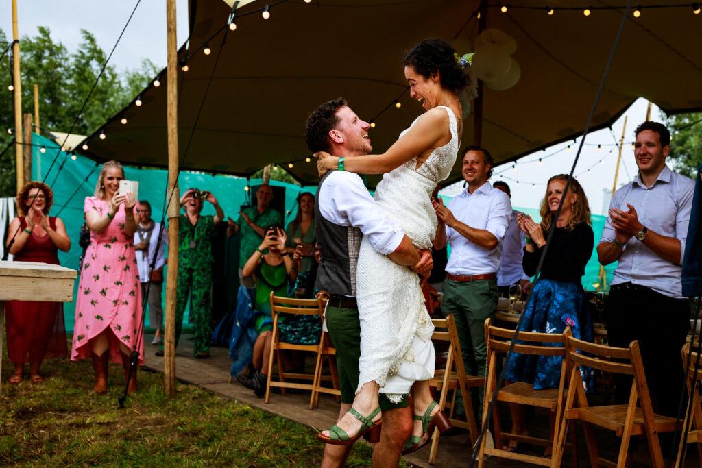 Trouwfotografie | Bruidsfotografie | Trouwreportage | Zwart-wit foto bruiloft | Festival bruiloft