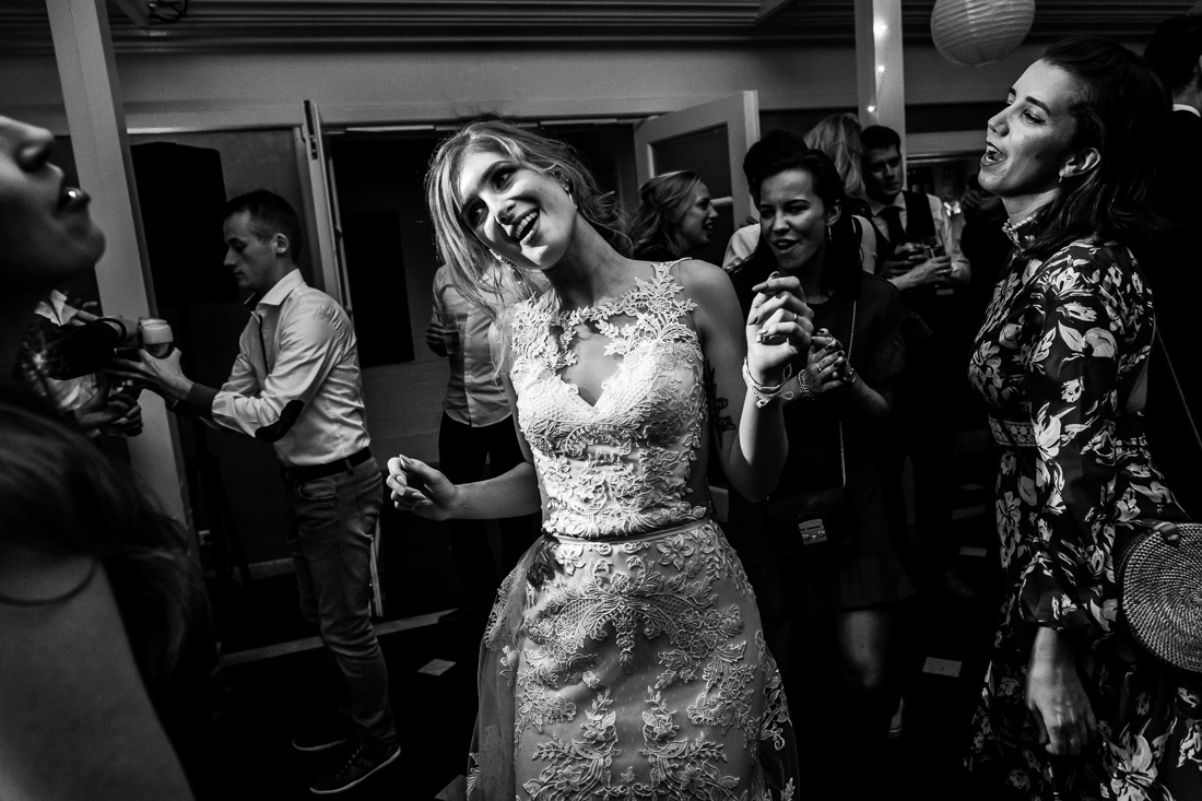 Trouwen bij Residence Rhenen | Trouwfotograaf Rhenen | Trouwfotograaf Utrecht |  Bruiloft Residence Rhenen| Herfstbruiloft