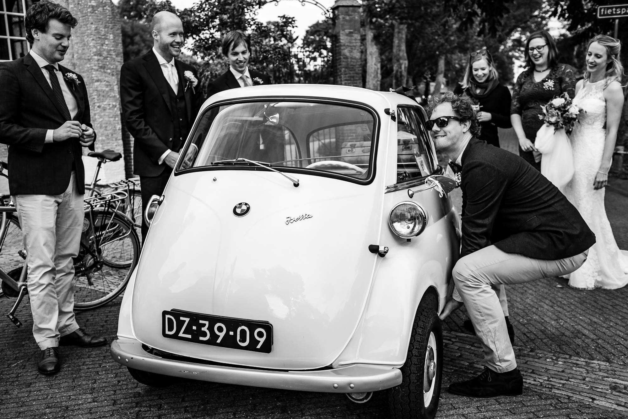 Bruidsfotograaf Vlieland | Bruidsfotograaf Friesland | Ongeposeerde trouwfoto's