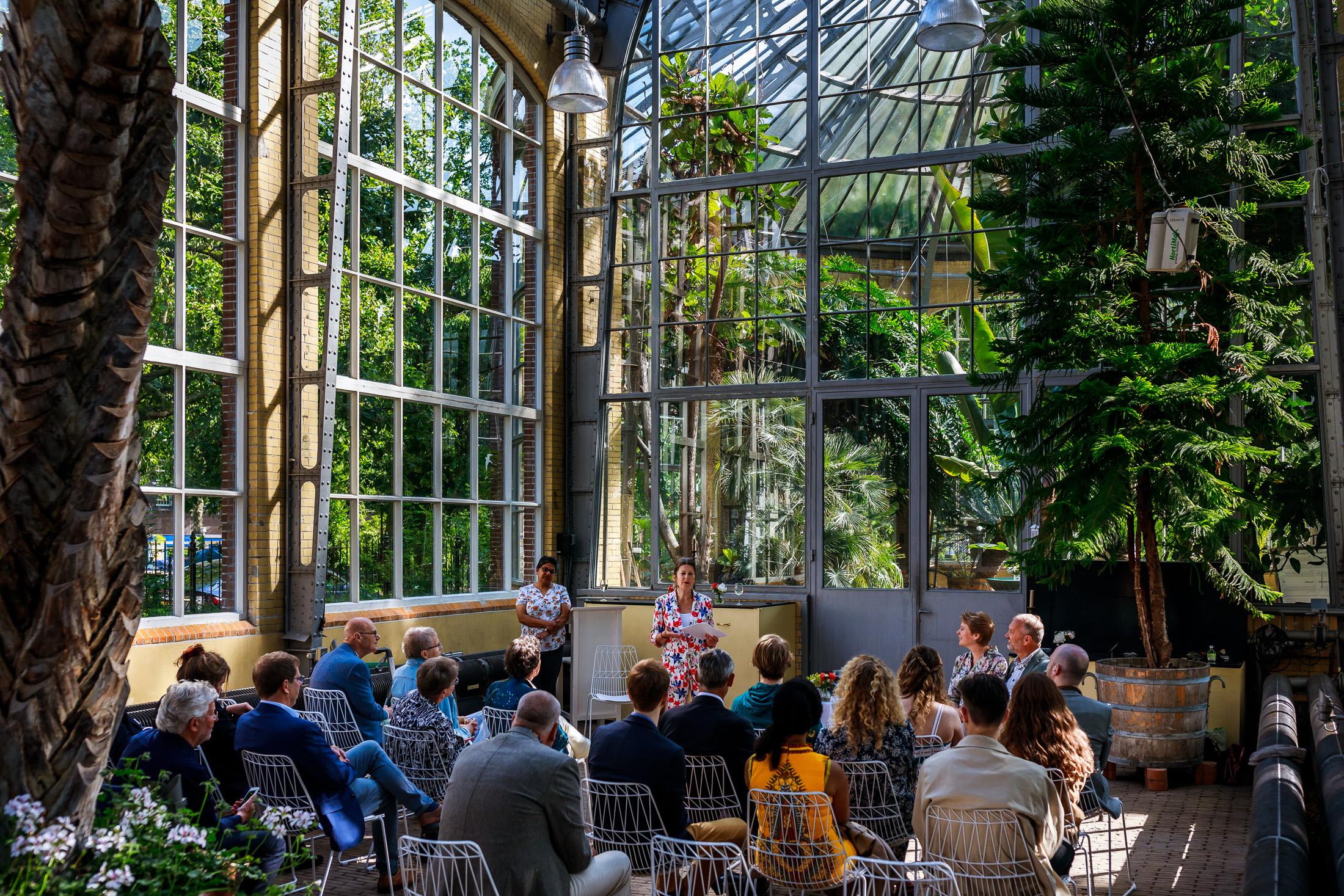 Trouwen bij de Hortus in Amsterdam | Trouwen in Amsterdam | Trouwen in een kas | Botanische trouwlocatie | Trouwlocatie Amsterdam