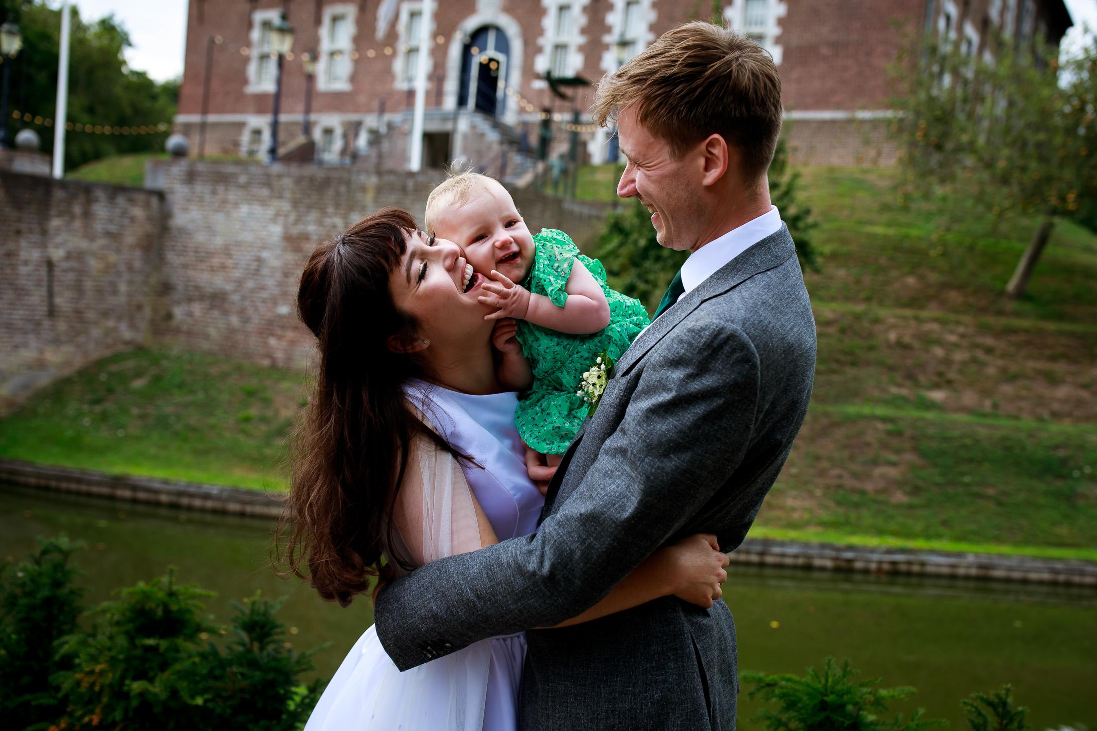 Trouwen bij Kasteel Limbricht   Trouwen in Limburg   Trouwfotograaf Limburg   Trouwen met kinderen